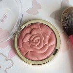 Bujori in obrajori cu blush-ul Milani Romantic Rose