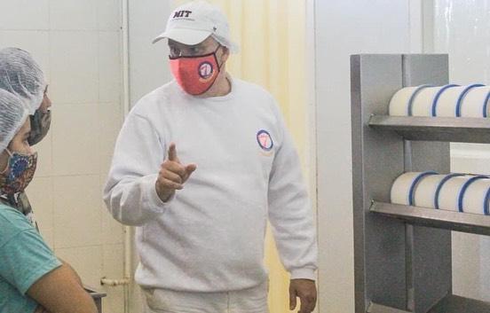 Carlos Cañameras, técnico del INTI, es el encargado de brindar el taller.