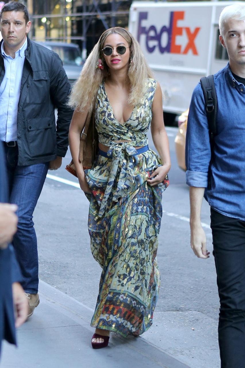 Beyonce Slays In 2-Piece Ensemble As She Dines With Jay Z