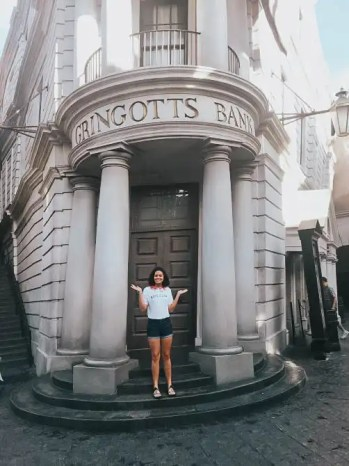 girl-in-front-of-escape-to-gringotts-ride-the-ultimate-guide-to-harry-potter-world