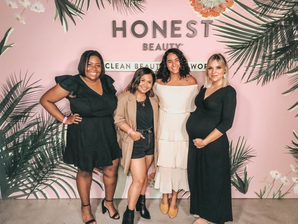 four bloggers in front of an instagram moment for Honest Beauty