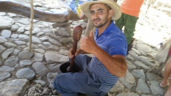 hand grinding with mortar & pestel