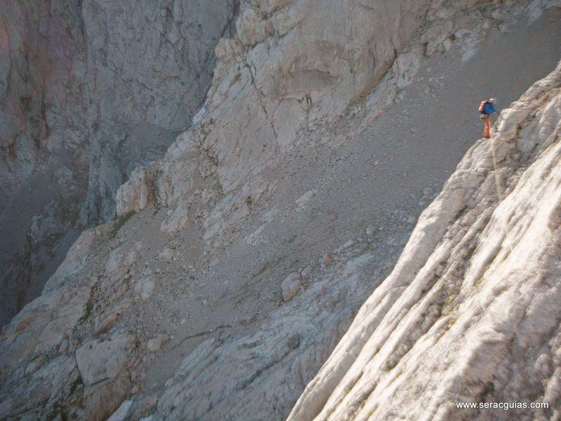 escalada 1 cara norte Naranjo Picos de Europa SERAC COMPAÑÍA DE GUÍAS