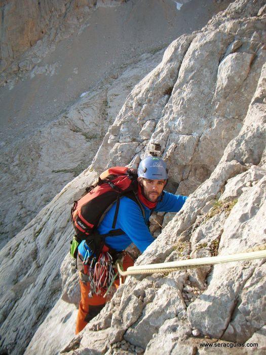 escalada 2 cara norte Naranjo Picos de Europa SERAC COMPAÑÍA DE GUÍAS
