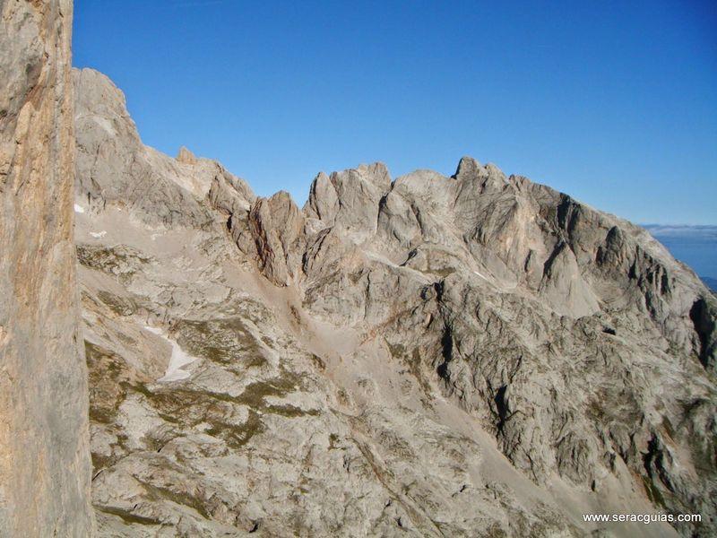 escalada 4 cara norte Naranjo Picos de Europa SERAC COMPAÑÍA DE GUÍAS
