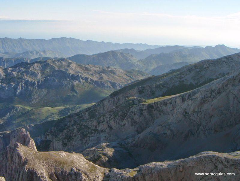 escalada 5 cara norte Naranjo Picos de Europa SERAC COMPAÑÍA DE GUÍAS