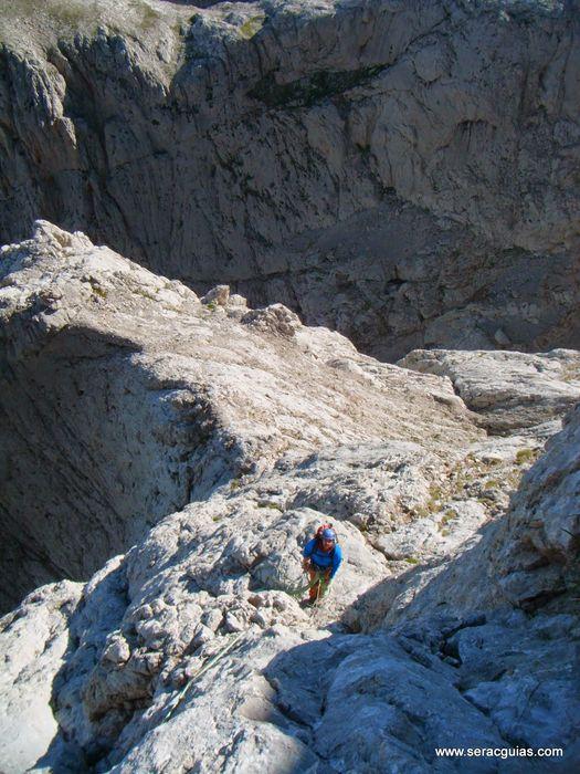 escalada 7 cara norte Naranjo Picos de Europa SERAC COMPAÑÍA DE GUÍAS