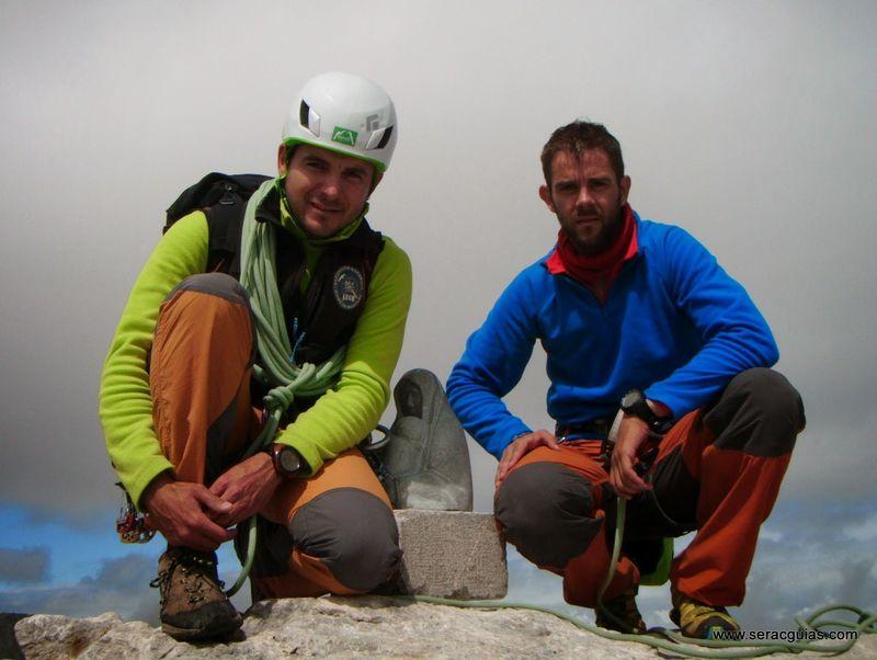 escalada cumbre 2 cara norte Naranjo Picos de Europa SERAC COMPAÑÍA DE GUÍAS