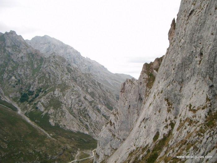 escalada Espolon Rosa Cueto Pampin Picos Europa 2 SERAC COMPAÑÍA DE GUÍAS