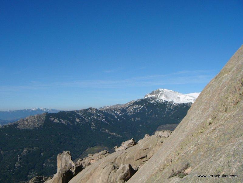 escalada Walkiria Yelmo Pedriza 2 SERAC COMPAÑÍA DE GUÍAS