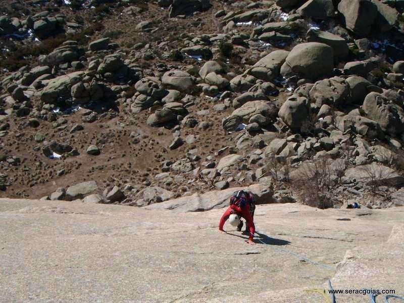 escalada Walkiria Yelmo Pedriza 6 SERAC COMPAÑÍA DE GUÍAS
