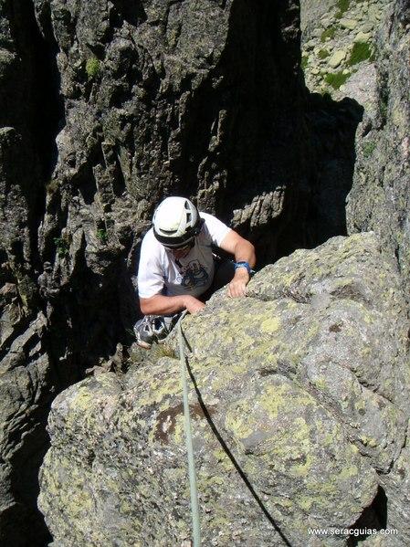 escalada Oeste Punta Margarita Galayos Gredos 1 SERAC COMPAÑÍA DE GUÍAS