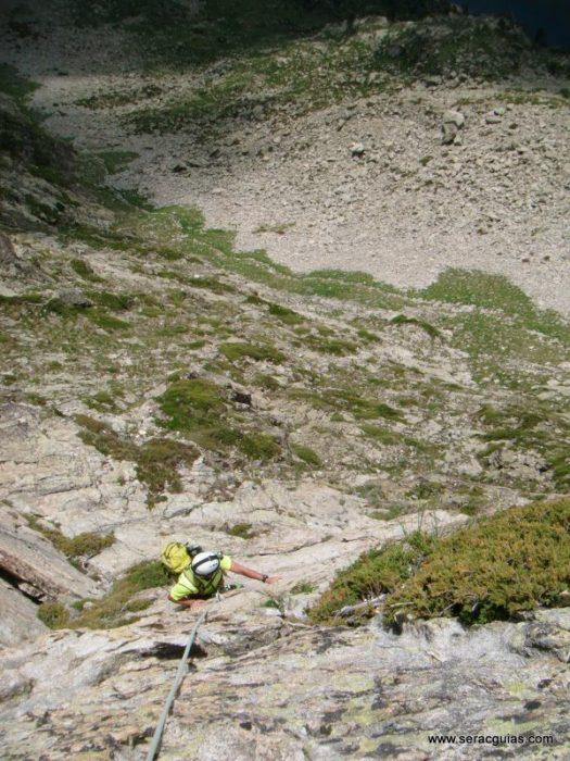 escalada cresta arista hautes pyrenees pirineo 3 SERAC COMPAÑÍA DE GUÍAS