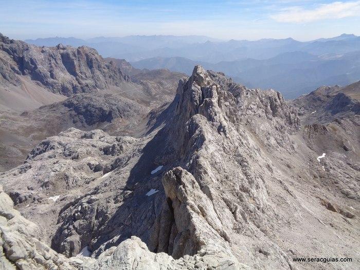 escalada arista cresta picos de europa 4 SERAC COMPAÑÍA DE GUÍAS