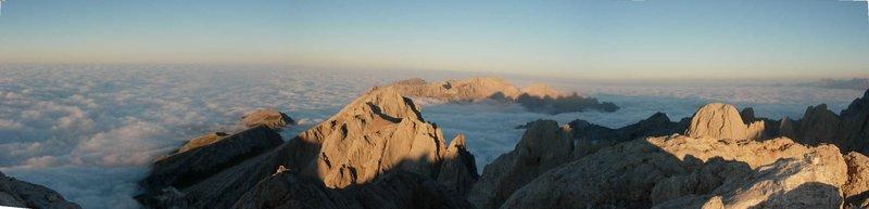 cumbre mar de nubes naranjo de bulnes picos de europa SERAC COMPAÑÍA DE GUÍAS