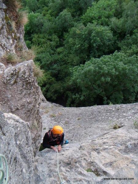 Diedro Hoz Jaca 4 Valle Tena Pirineo SERAC COMPAÑÍA DE GUÍAS