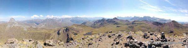 panoramica cumbre Anayet Valle Tena Pirineo SERAC COMPAÑÍA DE GUÍAS