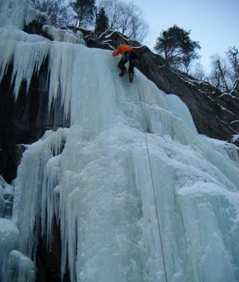 escalada hielo Rjukan 2 SERAC COMPAÑÍA DE GUÍAS