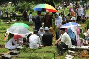 ziarah-kubur-menjelang-ramadhan
