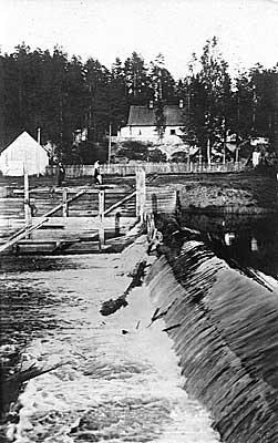 Вырица. Княжеская Долина. Плотина на р. Оредеж возле лесного завода А.Х. Ефремова. Фото 1900-1910-х гг.