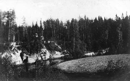 Вырица. Княжеская Долина. Река Оредеж возле пещеры. Фото 1900-1910-х гг.