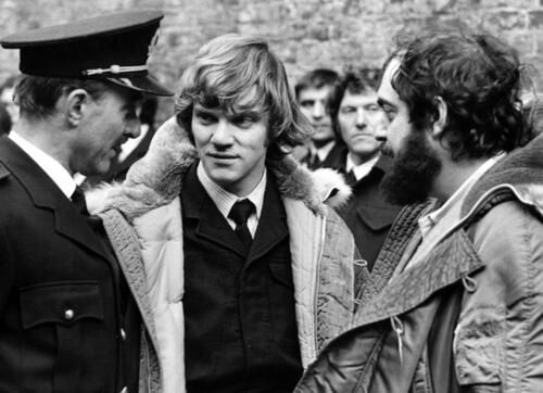 4 - 1971. Michael Bates, Malcolm McDowell and Stanley Kubrick on the set of A Clockwork Orange.