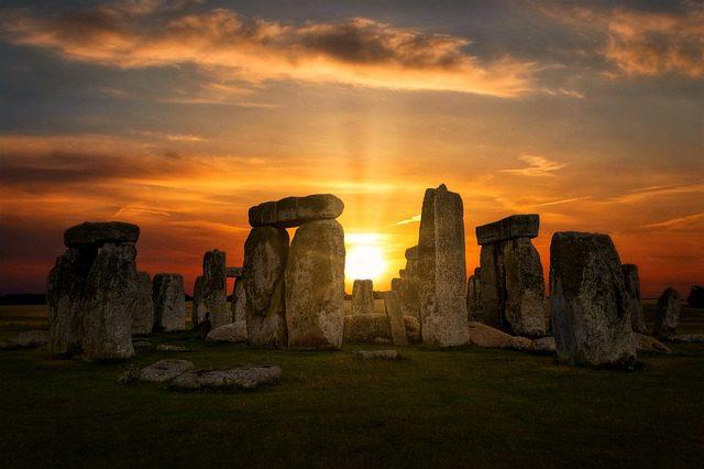 Stonehenge Travel Tourist England  - kidmoses / Pixabay