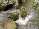 Јер иза овако малих слапова, вода је понекад дубока до груди