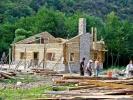 Кућа на ливади пред самим кањоном, коју сви учесници сликају, тада је била у изградњи