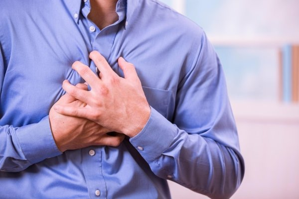 ataque cardíaco: signos distintivos de dolor cardíaco y neuralgia intercostal