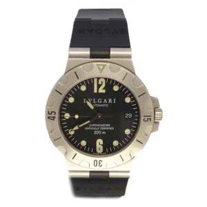 Bulgari Diagono Scuba in stainless steel. Black dial with Arabic numeral and dot hour markers. Uni-directional rotating bezel. Black rubber strap with stainless steel buckle.