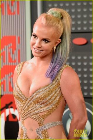 Britney maravilhosa, com cabelinhos de sereia!