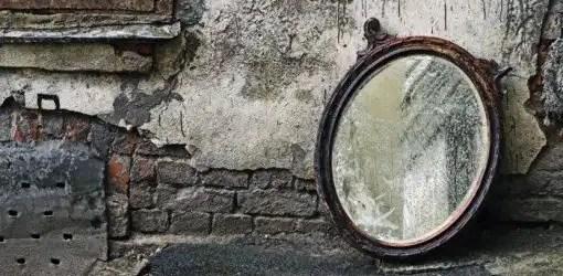 Sogni in rime:Riflettere in un riflesso offuscato