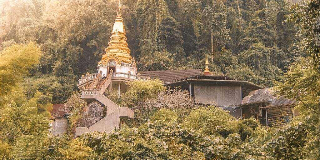 Samnak Song Tham Pha Plong - que hacer en Chiang Dao