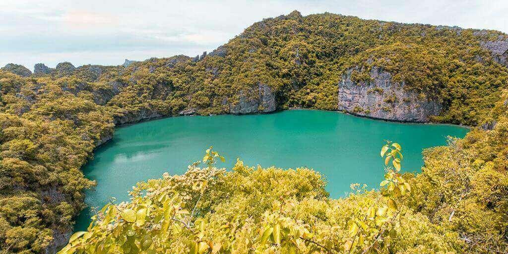 Thale Nai (Lago Esmeralda) en el parque marino Ang Thong