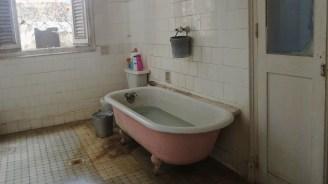 Casa de Casa de Amelia Peláez, baignoire, octobre 2016