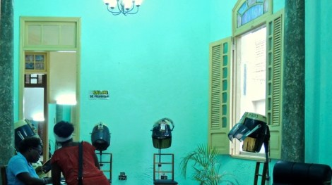 Un salon de coiffure à Santiago de Cuba, 2012.