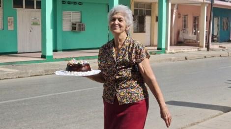 Sourire du dimanche matin à Ciego de Ávila, avec le gâteau traditionnel des déjeuners dominicaux.
