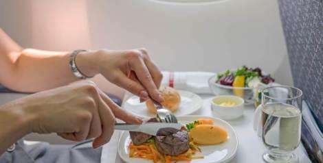 Estas son las razones por las que dan de comer en los vuelos