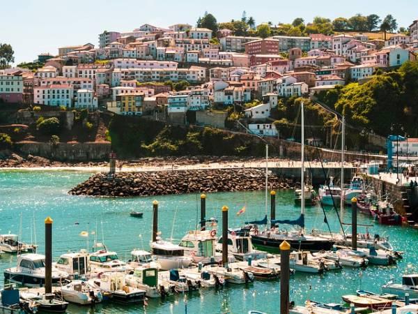 Pueblo costero asturias oriental. Lastres.