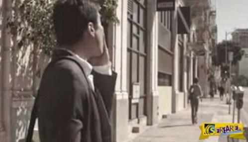 Αυτός ο άντρας ακολουθεί τη γυναίκα του, για τη δουλειά της – Όταν δεις το γιατί, θα σου αγγίξει την καρδιά!