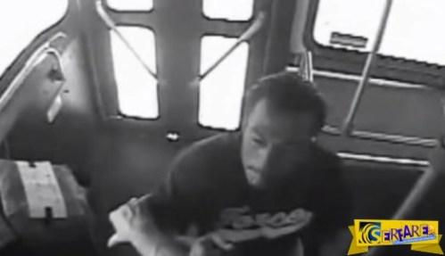 Επιβάτης ρίχνει «μπουκέτα» σε οδηγό λεωφορείου χωρίς λόγο και αιτία! Ξέρει αυτός …