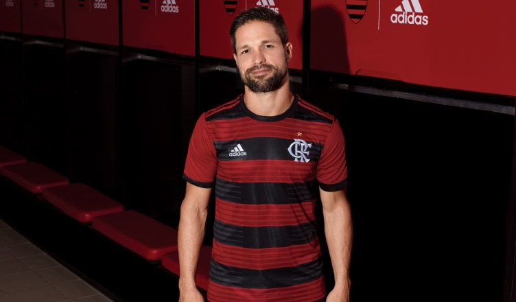 19de80fba7 Novo uniforme I do Flamengo traz novo símbolo do clube. Estreia do Manto é  na Libertadores