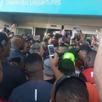 Torcida do Flamengo reprova protesto em aeroporto