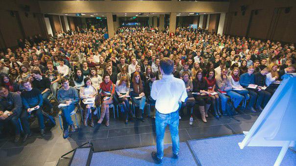 Олесь Тимофеев проводит семинар