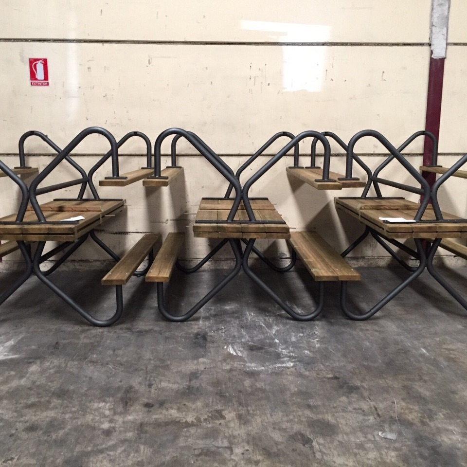 mesas en stock de madera y tubo