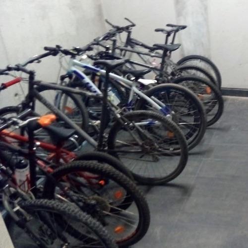 aparcabicis instalado en garaje