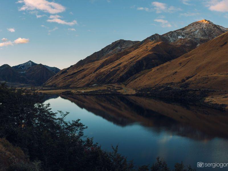 Lago espejo cerca de Queenstown, NZ