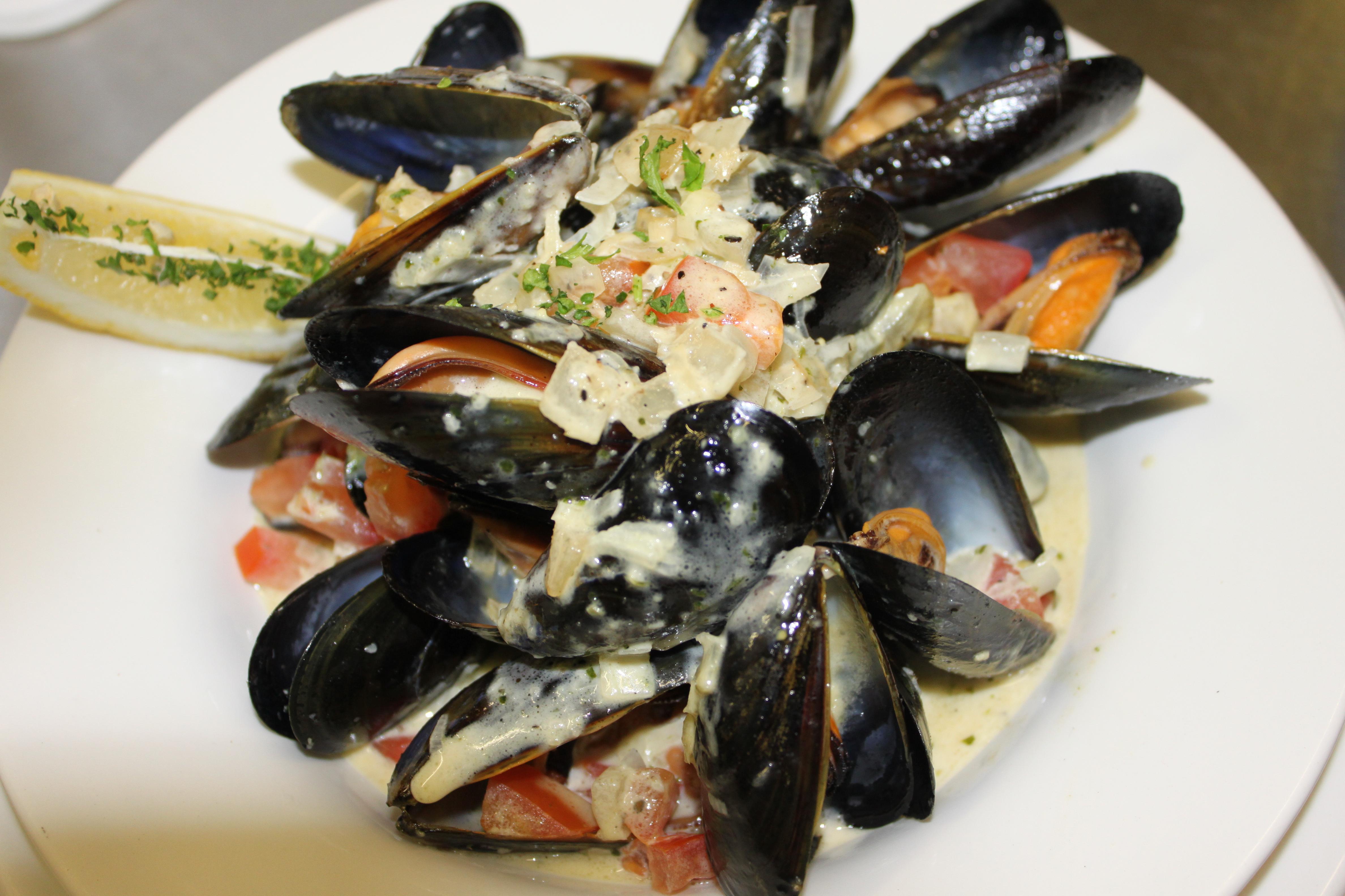 Mussels in Pesto White Wine Sauce
