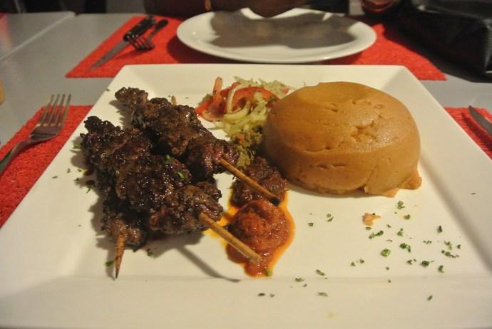 Bouchée togolaise sur Abidjan, serialfoodie, critique culinaire, restaurant togolais, Abidjan, ci, ci225, team 225, côte d'ivoire, la marmite togolaise, zone 4